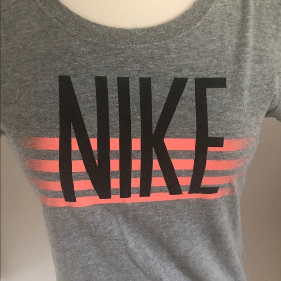 Nike Tops - Nike gray short sleeve tee. Size M. Slim fit